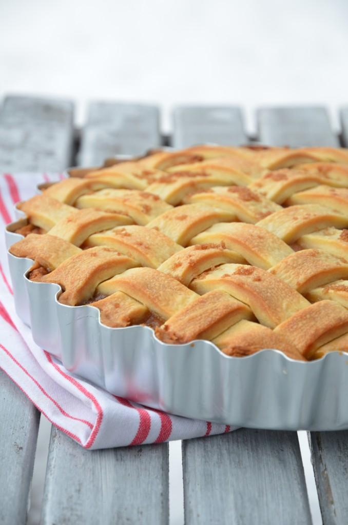 cross-apple-pie-02